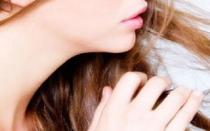 Какие недорогие витамины выбрать для борьбы с выпадением волос