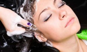 Обязательно ли идти в аптеку за лечебным шампунем от выпадения волос?