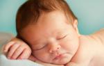 Почему могут выпадать волосы у новорожденных